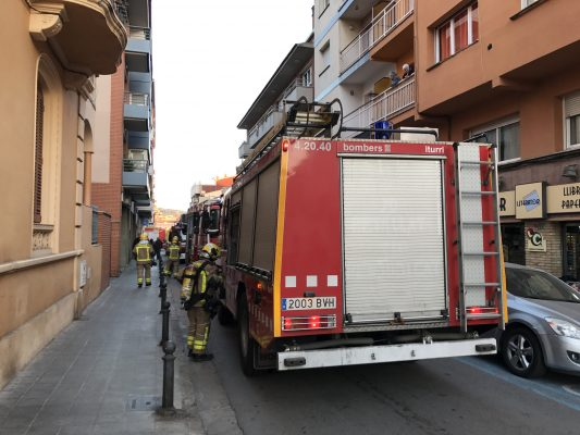 La Bustia petit incendi pis carrer Olesa