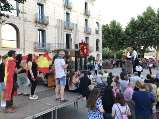 La Bustia manifestants a la Flama del Canigo Olesa