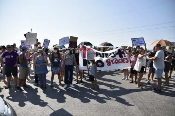 La Bustia manifestacio i tall Abocador de Can Mata Hostalets