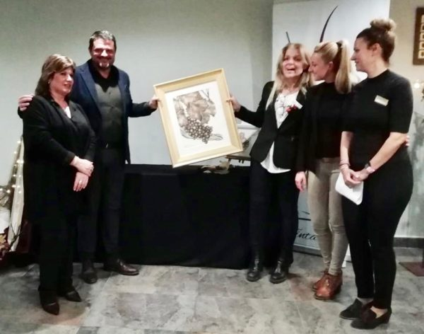 La Bustia Marta Arano entrega pintura spa serena DoubleTree by Hilton Barcelona Golf Sant Esteve Sesrovires