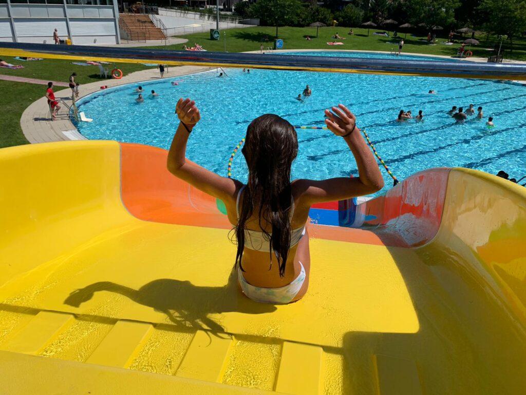 La Bustia tobogan piscina estiu Martorell 2