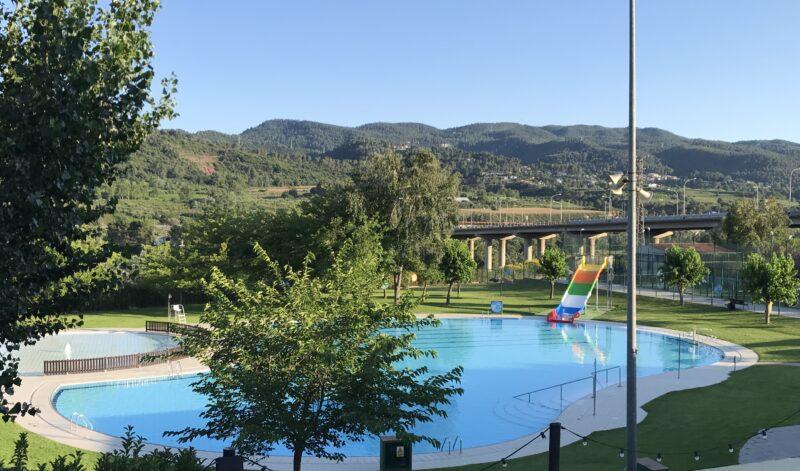 La Bustia tobogan piscina estiu Martorell