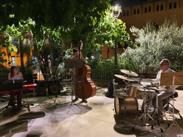 La Bustia FM Sant Esteve Simetric Trio