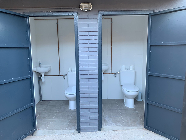 La Bustia reforma pista coberta Sant Esteve lavabos