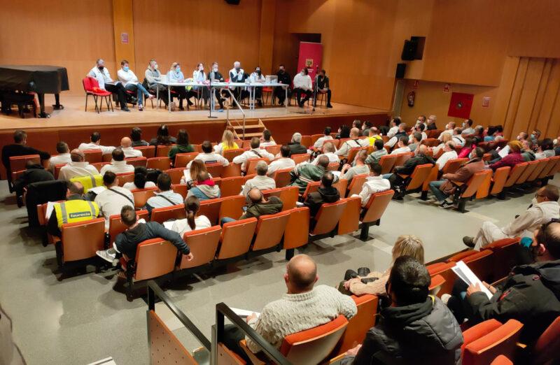 La Bustia assemblea treballadors votacions ERO Faurecia Abrera