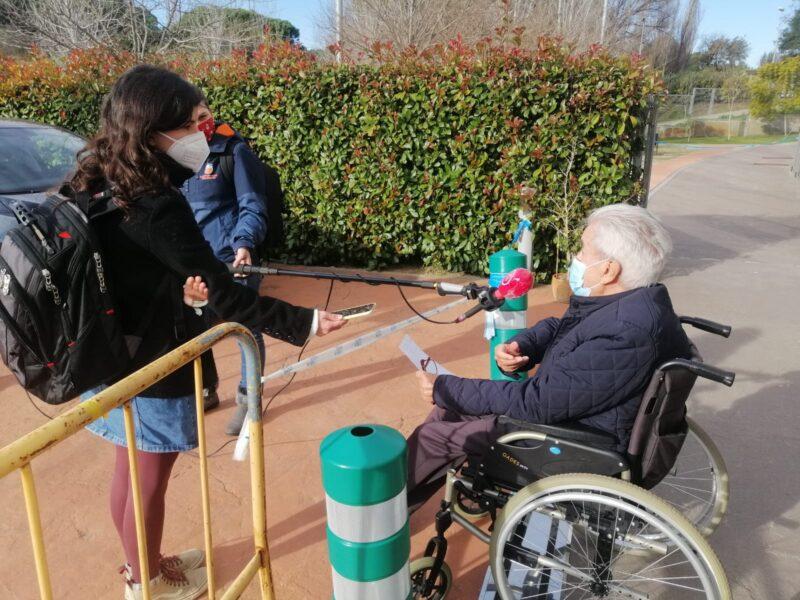 La Bustia mitjans amb un resident vacuna covid residencia Sant Joan de Deu Martorell