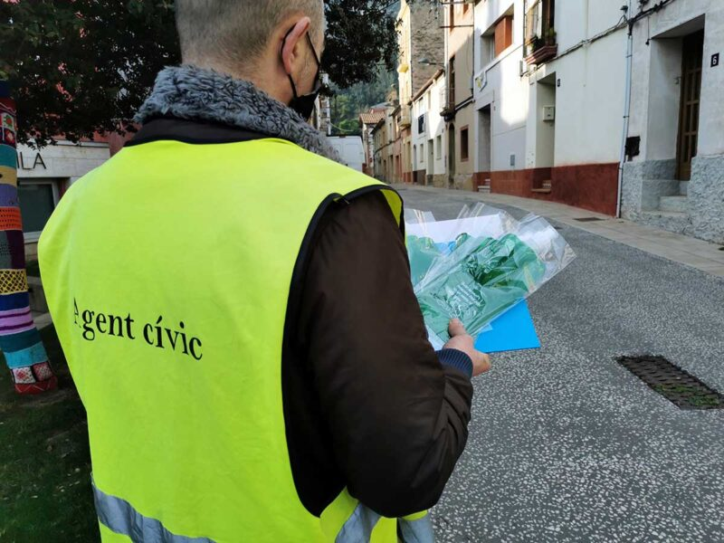 La Bustia repartiment ampolles orins gossos Castellví