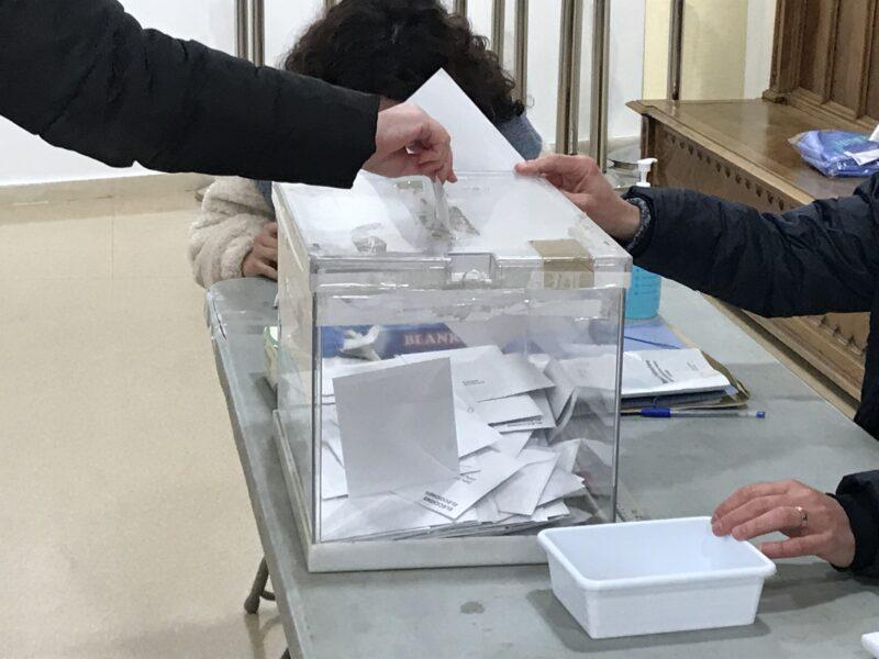 La Bustia votacio eleccions 14F Olesa Casa Cultura