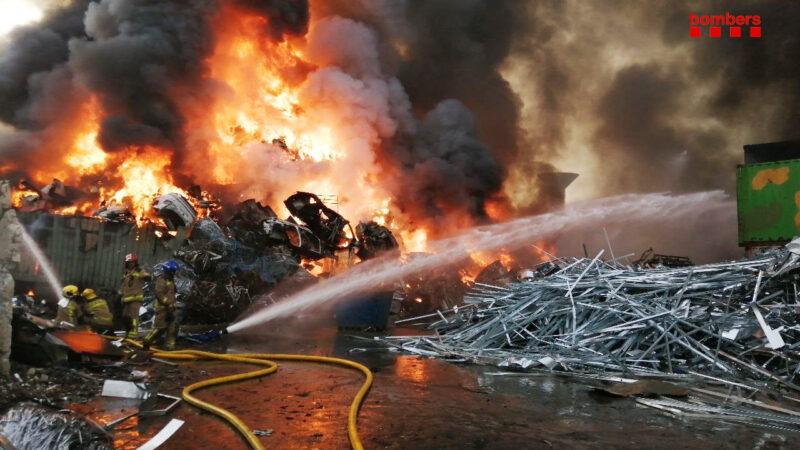 La Bustia Bombers incendi empresa Castellbisbal Sant Andreu