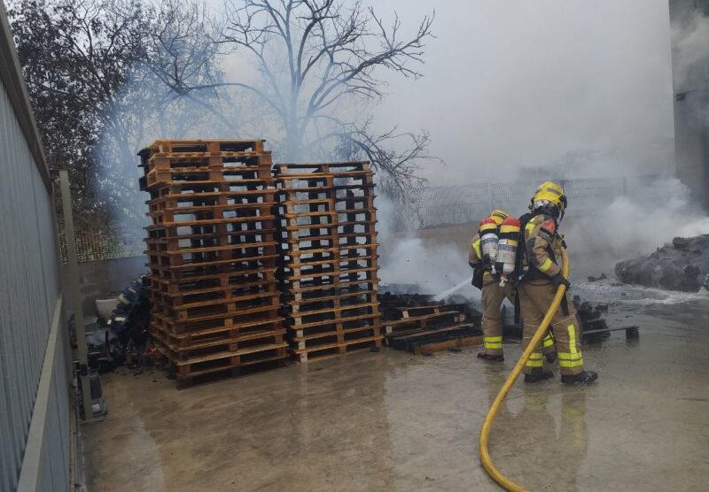 La Bustia Bombers incendi i explosio nau Olesa