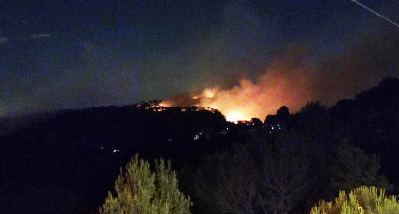 La Bustia incendi Castellvi Martorell des de la rotonda entrada del nucli 13 juliol 2021