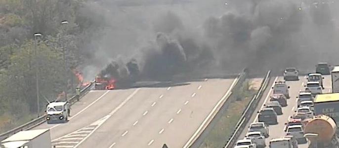 La Bustia incendi vehicle a prop peatge AP7 Martorell