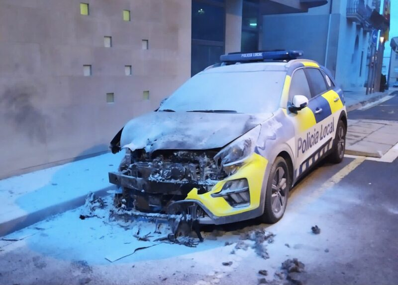 La Bustia vehicle incendiat Policia Local Sant Esteve