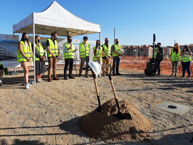 La Bustia parlaments primera pedra Edifici Agora La Sinia Martorell