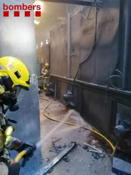 La Bustia incendi empresa pintura Sant Andreu (1)