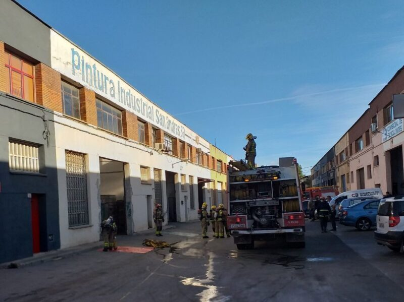 La Bustia incendi empresa pintura Sant Andreu (2)